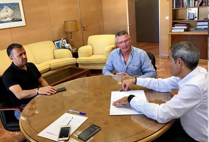 El alcalde de conil traslada las necesidades del municipio al subdelegado del gobierno en c diz - Casa pacheco conil ...