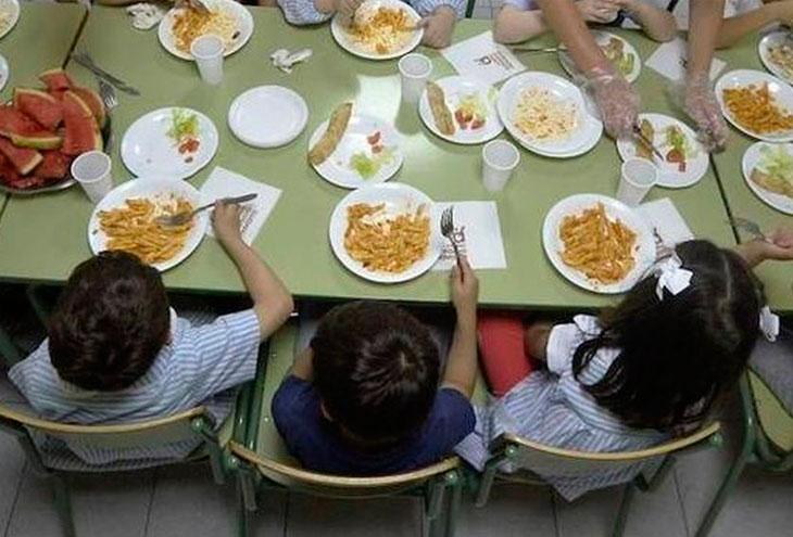 Quejas en el servicio de comedor del colegio El Llano de Paterna